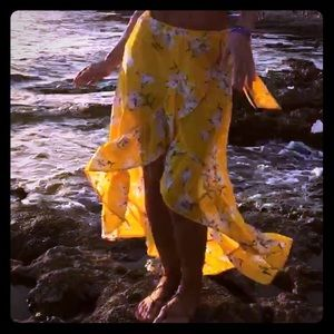 Dresses & Skirts - Gorgeous yellow skirt